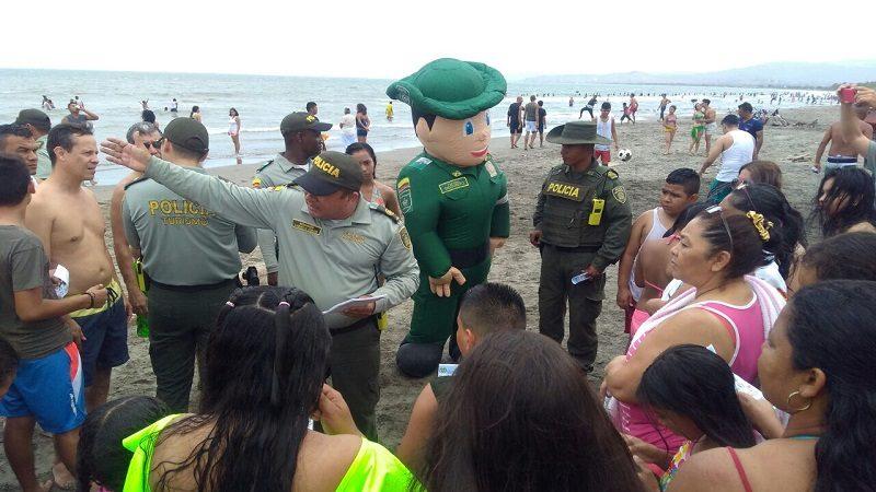 Policía advierte a los bañistas por presencia de 'aguamalas' en playas del Atlántico