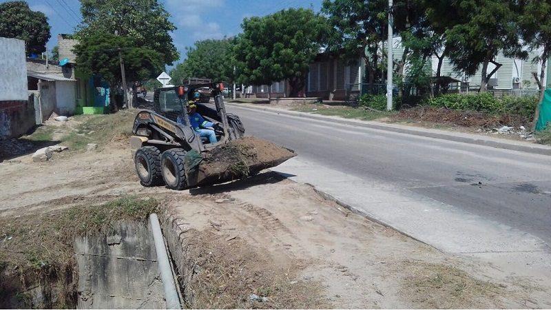 """Avanzan trabajos de limpieza del arroyo """"el Sapo"""", en Malambo"""