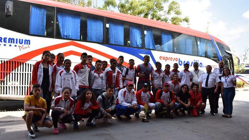 Delegación de Lucha del Atlántico retornó a Barranquilla con Expreso Brasilia