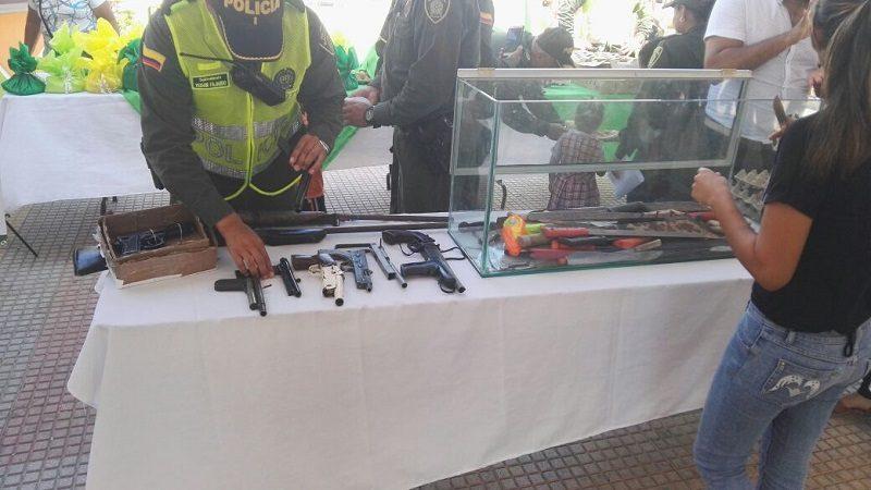 En Sabanalarga cambian armas por alimentos, en el programa 'Es mejor amarse, que armarse'