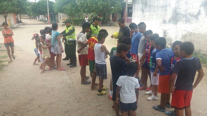 Mas de 60 niños jugaron partido de microfútbol, organizado por la Policía del Atlántico