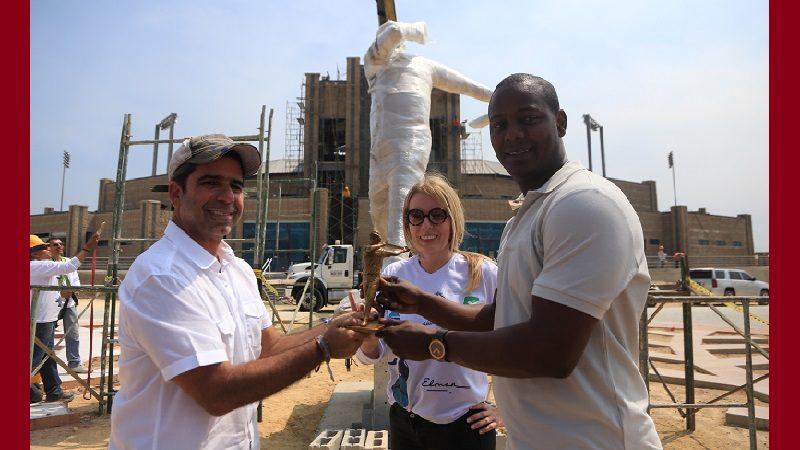 Ya está en Barranquilla la escultura de Édgar Rentería, para instalarla en el estadio de béisbol