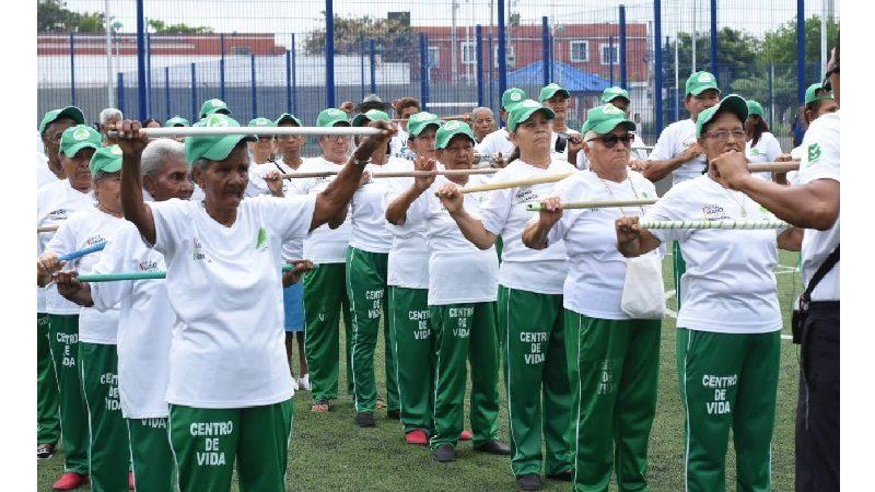Con 'Club de Caminantes', 7.000 abuelitos beneficiarios del Distrito demuestran su vitalidad