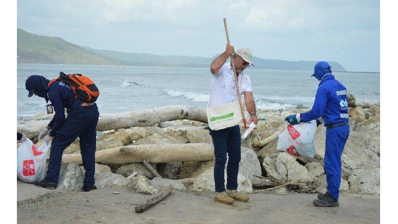 Gobernación adelanta jornada de limpieza en playas de Zona Costera