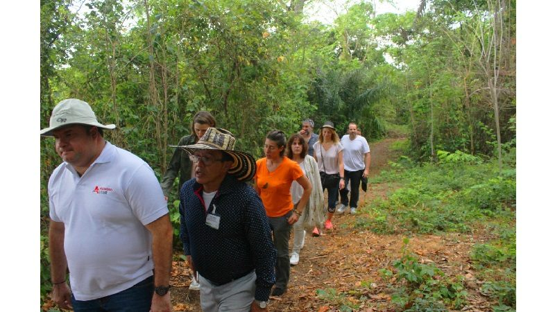 Turistas franceses visitaron y disfrutaron el bosque tropical Los Límites, en Luruaco