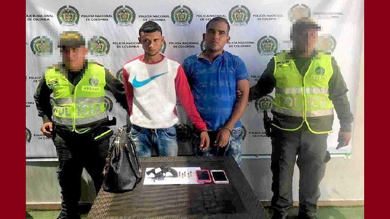Capturan a dos ladrones tras atracar a una mujer en el barrio El Silencio