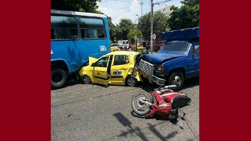 Cuatro heridos deja choque múltiple en el norte de Barranquilla