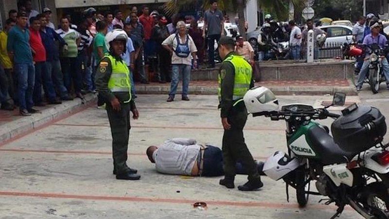 En Barranquilla, hombres roban a la mujer de un Fiscal y Policía los captura