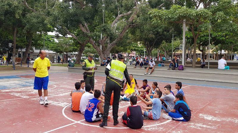 Policía lanza campaña para evitar el consumo de drogas en menores de edad