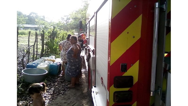 Bomberos de Malambo abastecen de agua potable a habitantes en zona rural del municipio