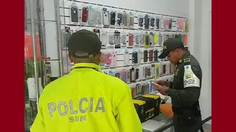 Incautan 55 celulares de contrabando y cierran dos locales en el norte de Barranquilla