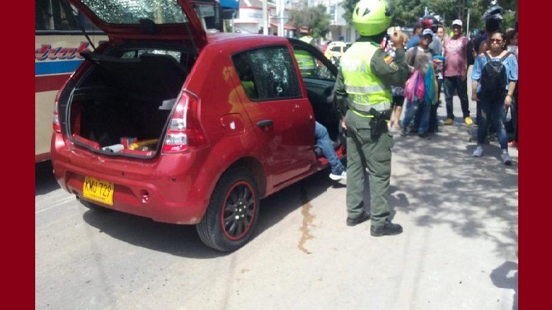Asesinan a dos hombres dentro de un carro en el barrio Recreo