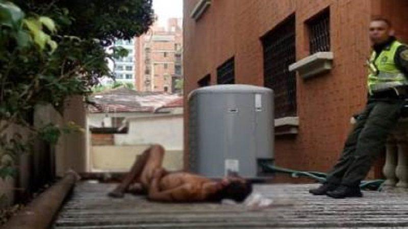 Hombre desnudo cae de edificio, en la calle 79, norte de Barranquilla