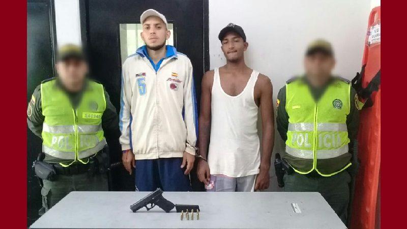 Policía captura a dos atracadores en el barrio Santa María