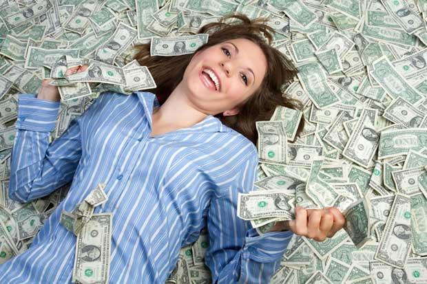 mujer billetes