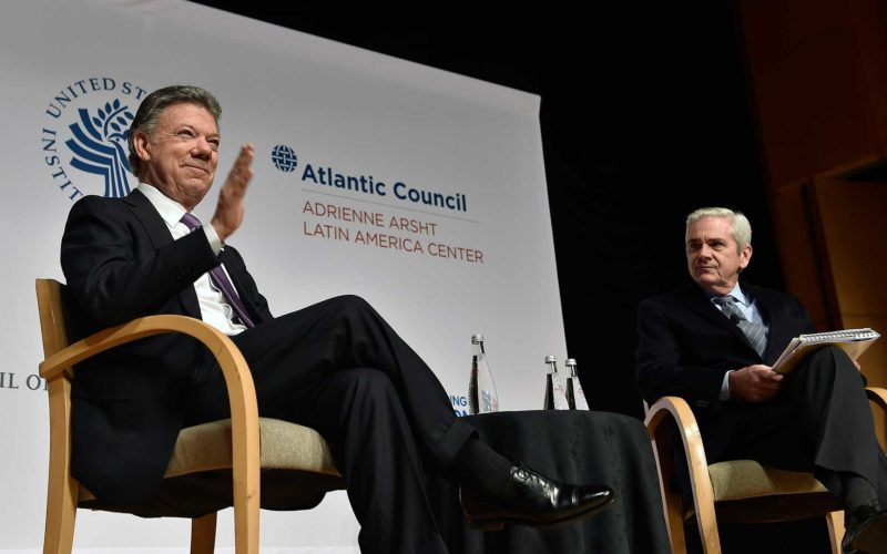 El Presidente Juan Manuel Santos al iniciar su participación en el evento 'Think Tanks', realizado este miércoles en el Reagan Building de Washington y donde habló sobre economía y paz.