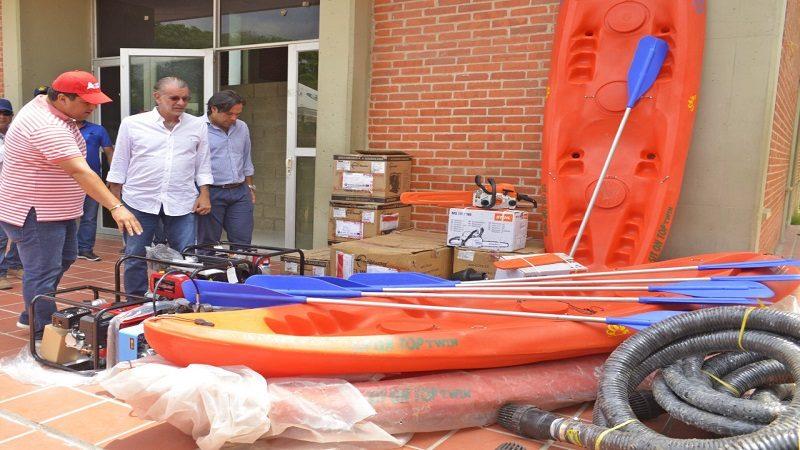 Entrega de equipos a bomberos de Baranoa (2)