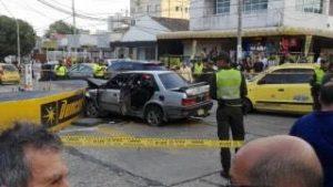 Atracaron, arrollaron a dos personas, chocaron varios vehículos y se estrellaron contra un muro 4
