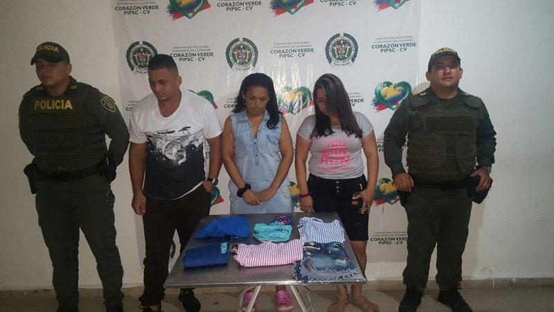 Capturan a dos mujeres y un hombre robando en un almacén de Sabanalarga