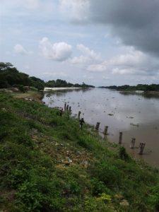 Comunidad de Santa Lucía reporta que el Canal del Dique ya está socavando el terraplén 1