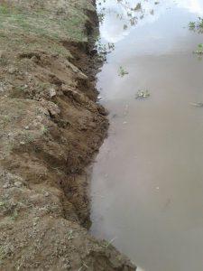 Comunidad de Santa Lucía reporta que el Canal del Dique ya está socavando el terraplén 4