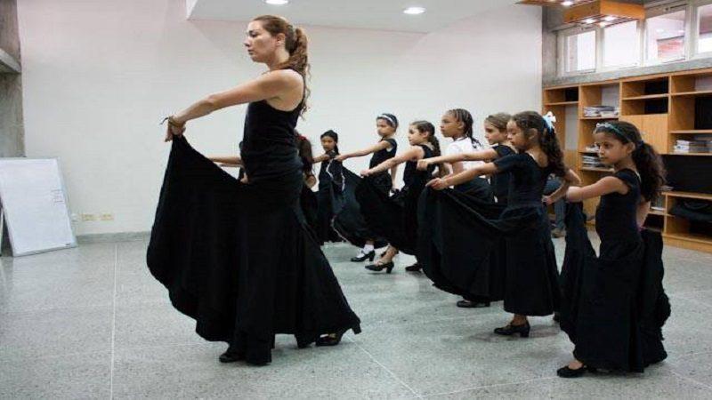 Escuelas de danza de Puerto Colombia aprenden baile flamenco