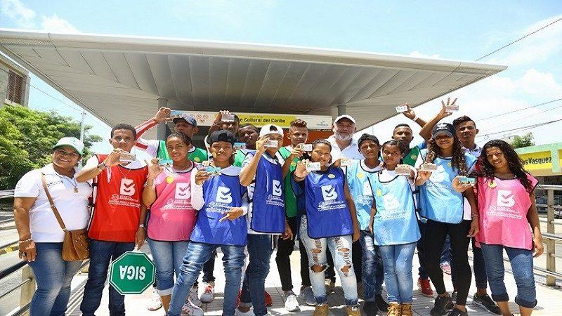 45 jóvenes de 'Vuelve y Juega' se subieron a la Ruta Barranquilla Convive de Transmetro