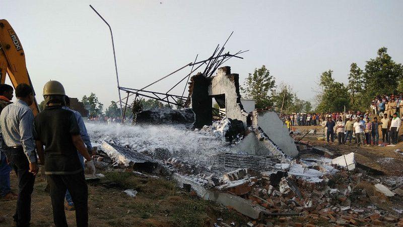 Explosión en fábrica de fuegos artificiales deja 25 muertos