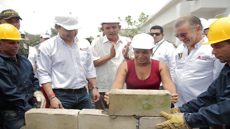 Ponen la piedra para la remodelación del Hospital de Campo de la Cruz