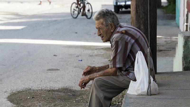 Aprueban ley que penaliza a quienes maltraten o abandonen a los adultos mayores
