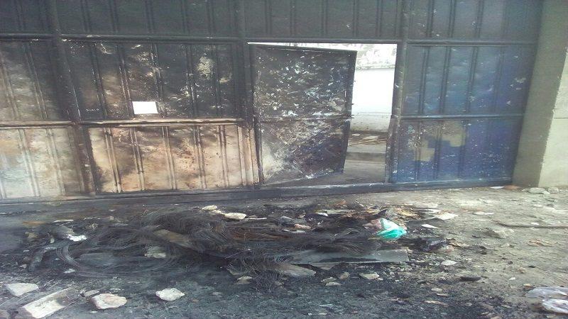 Atacan a piedras y queman parte de subestación de Electricaribe en La Chinita