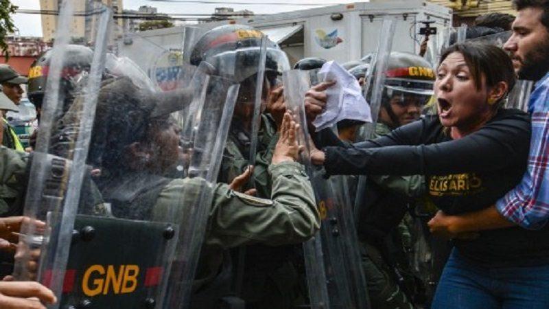 Un policía muerto dejan nuevas protestas en Venezuela 1