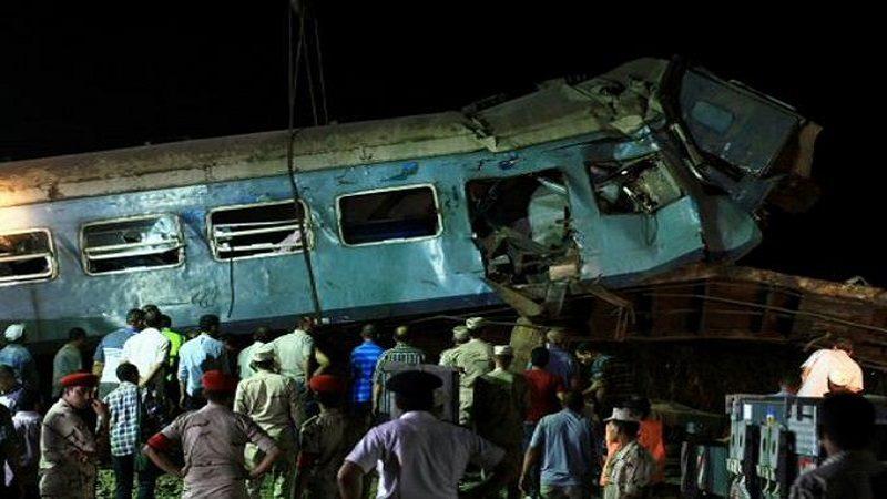 Al menos 37 muertos deja choque de trenes en Egipto