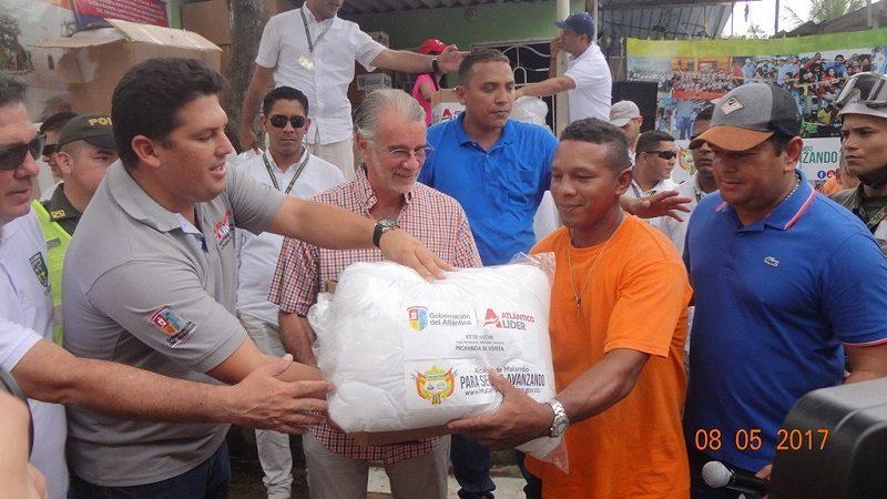 Autoridades entregan ayudas a damnificados por el invierno en Malambo