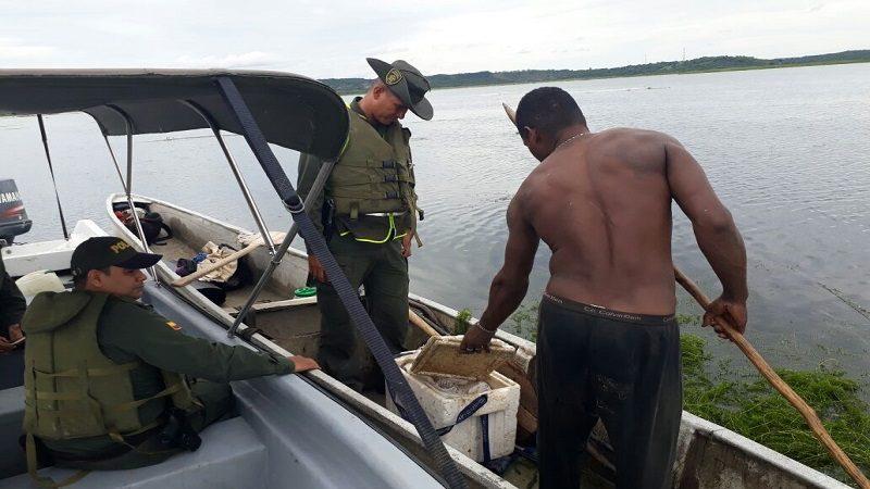 Grupo ambiental de Policía controla la pesca ilegal en el embalse del Guájaro