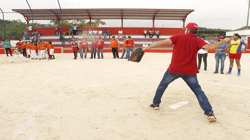 Inauguran moderno estadio de sóftbol en Sabanalarga