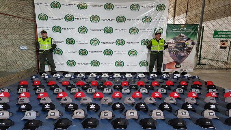 Incautan miles de gorras, zapatos y hasta billeteras de contrabando en Barranquilla