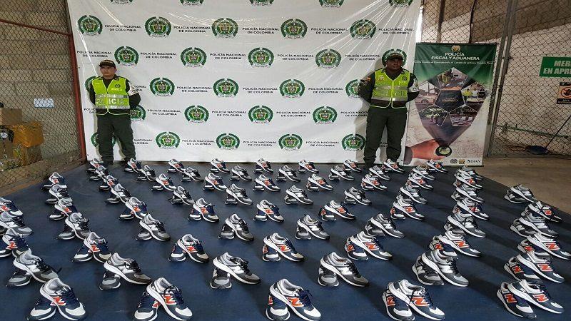 Incautan zapatos, gafas de sol y accesorios para celulares de contrabando en Barranquilla