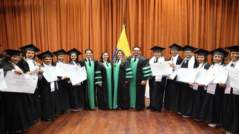 Nuevo grupo de 17 docentes del Atlántico recibe título de Maestría en Educación
