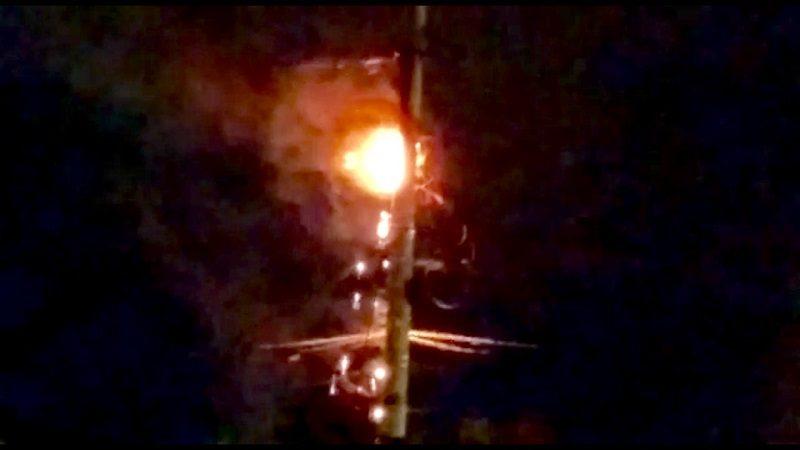 Poste estalló en llamas y causó pánico en el barrio Simón Bolívar