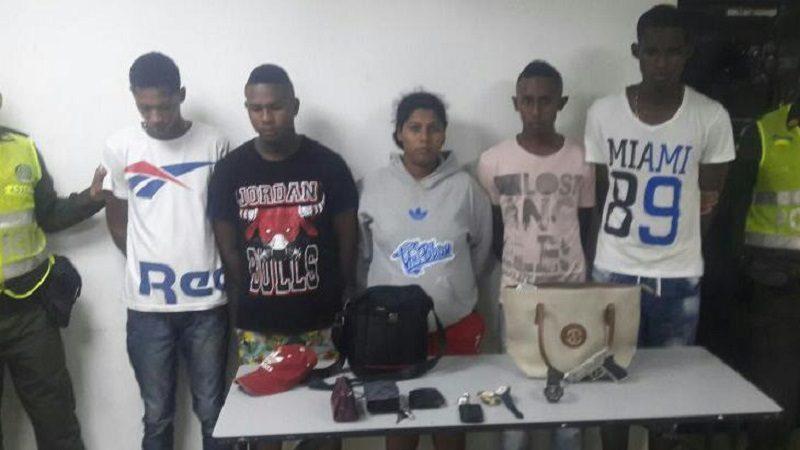 Cinco delincuentes en taxi atracaron en el barrio Betania y la Policía los capturó