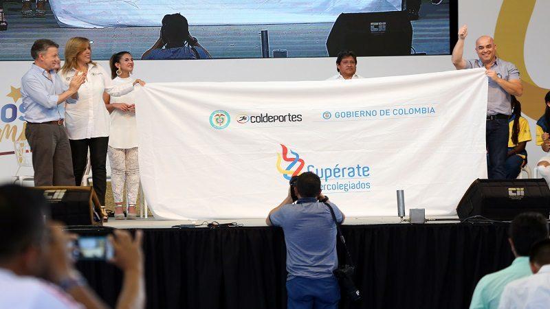 Barranquilla recibe bandera de los Juegos Supérate