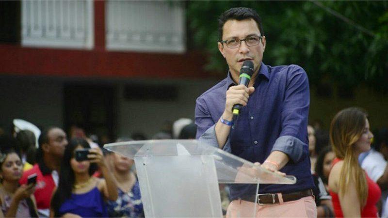 Carlos Caicedo alcanzó un millón de firmas para su precandidatura presidencial
