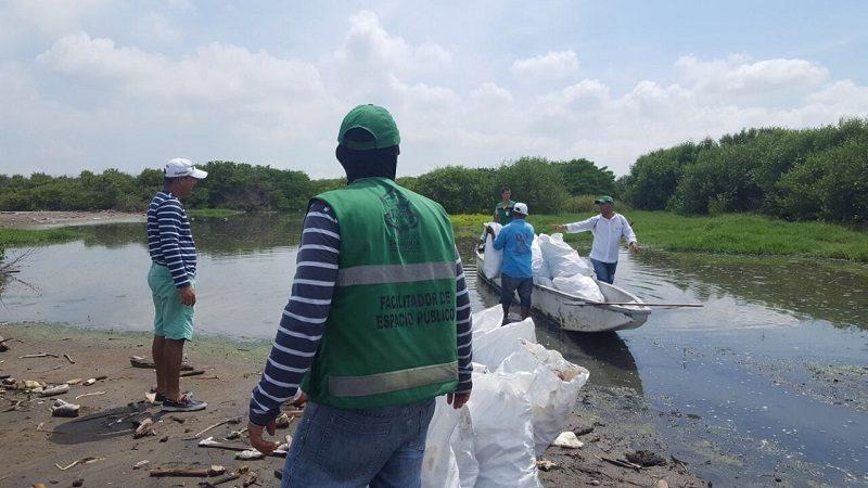 Distrito impulsa limpieza y acciones de protección en ciénaga de Mallorquín