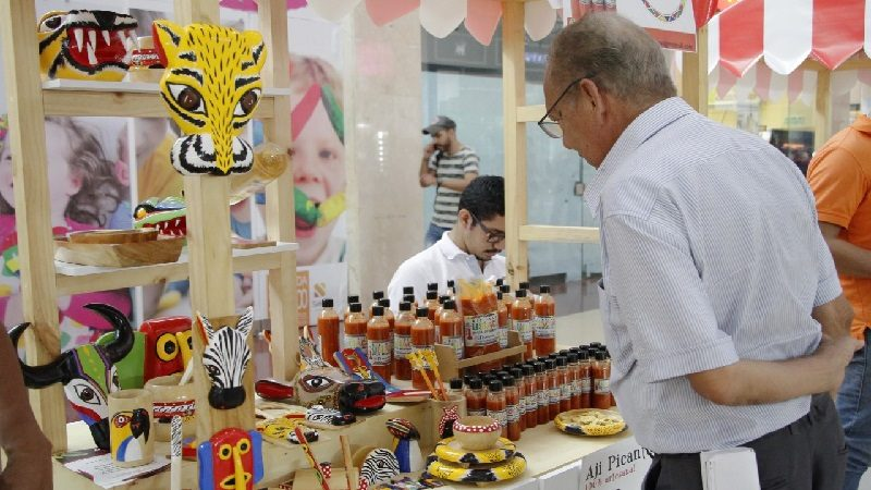 Promueven comercialización de productos elaborados por artesanas del Atlántico