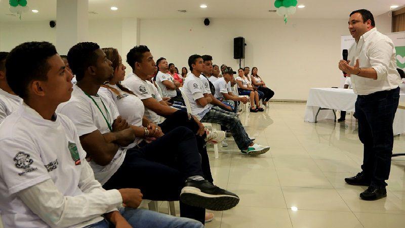 200 ex-pandilleros se gradúan en varios programas certificados por el Sena