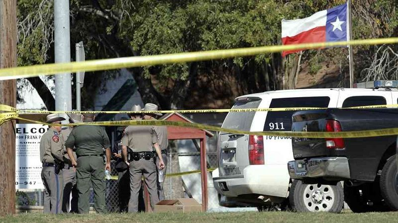 Al menos 26 muertos deja tiroteo en iglesia de Texas, Estados Unidos
