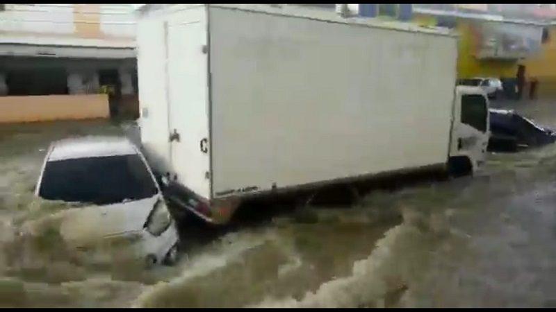 Caos por aguacero en Barranquilla