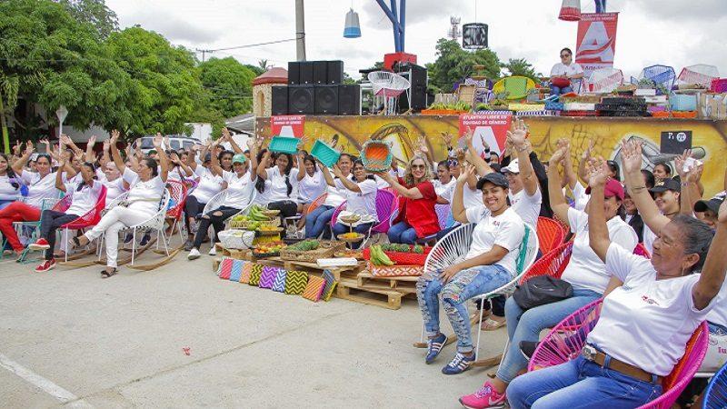 Gobernación del Atlántico gradúa a 300 microempresarias del programa Arte-Sana