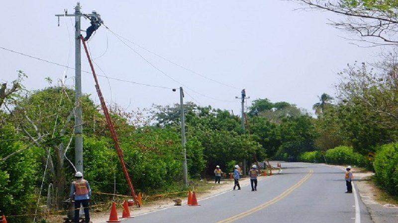 Hombre pierde siete dedos al manipular cables en un poste en Galapa